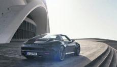 Schlussszene aus dem neuen Porsche-Spot: Posing vor dem Auditorio
