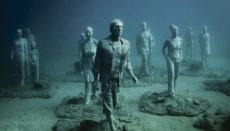 In Jason deCaires Taylors Unterwasser-Museum vor Lanzarote stehen Hunderte Figuren am Meeresgrund, die größtenteils Einheimische abbilden. Foto: Cabildo de Lanuarote