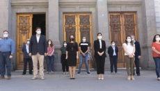 Der Bürgermeister und die Mitarbeiter des Rathauses von Santa Cruz hielten eine Schweigeminute für die Corona-Toten ab. Foto: Ayuntamiento de Santa Cruz