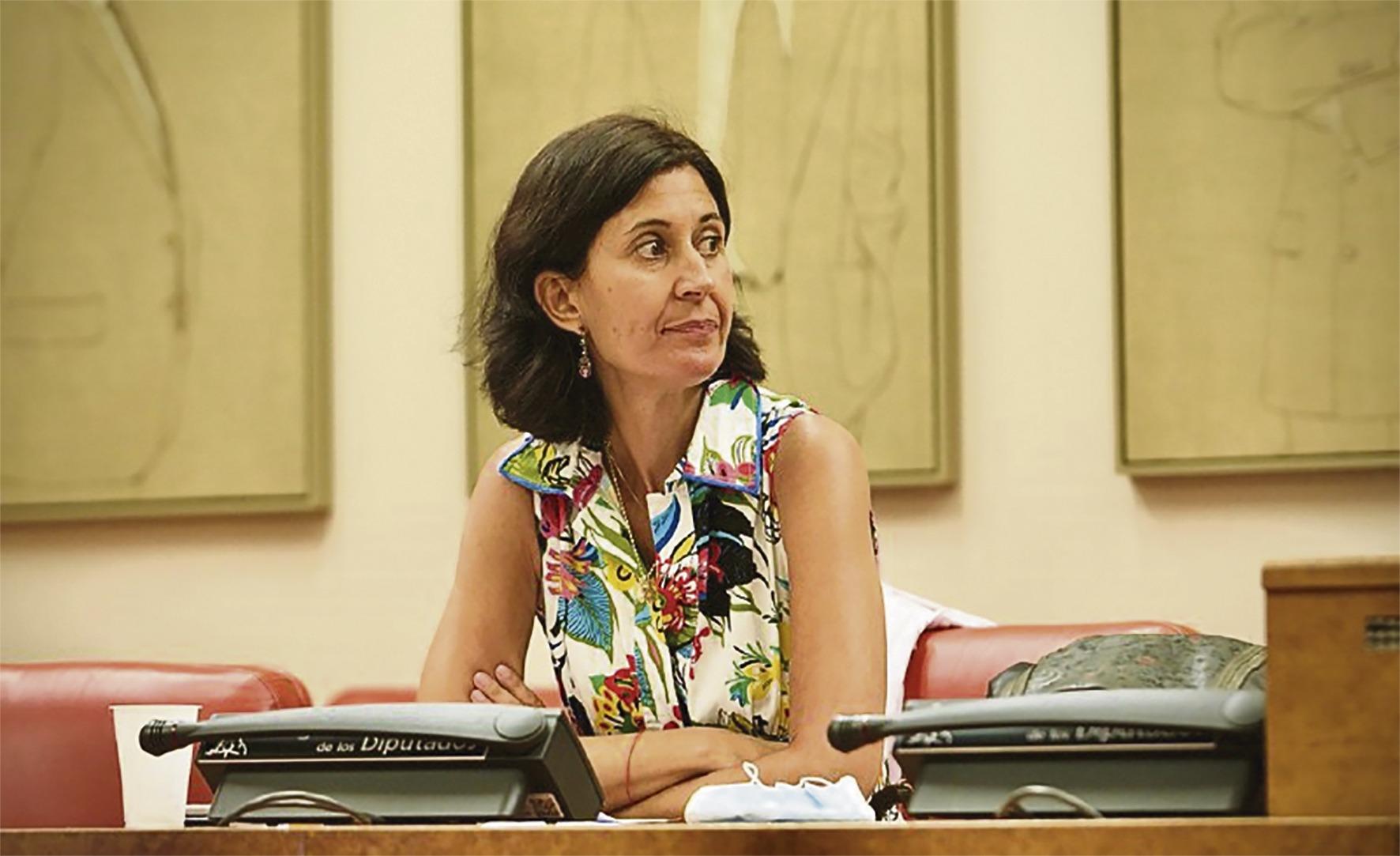 Lara Contreras ist die Leiterin der aktuellen Studie zur Entwicklung der Armutszahlen unter dem Einfluss der Pandemie. Foto: Congreso de los Diputados