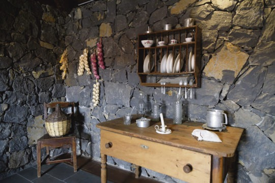 Das Ökomuseum erlaubt einen Blick in die ländliche Vergangenheit der Insel. Die Ausstellung ist in restaurierten Häusern aus den Anfängen des 18. Jahrhunderts untergebracht. Cabildo-Präsident Pedro Martín besuchte die Anlage, die neuerdings mit erweiterter Realität erlebbar ist. Fotos:Cabildo de Tenerife