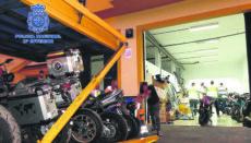 Die Diebesbande zerlegte die gestohlenen Motorräder und verkaufte die Teile über das Internet. Foto: EFE