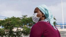 Als sie an einem Strand an der Westküste Afrikas in ein Boot stieg, verlor Karamogo ihren 12-jährigen Sohn Kanaté aus den Augen. Foto: EFE/Miguel Barreto