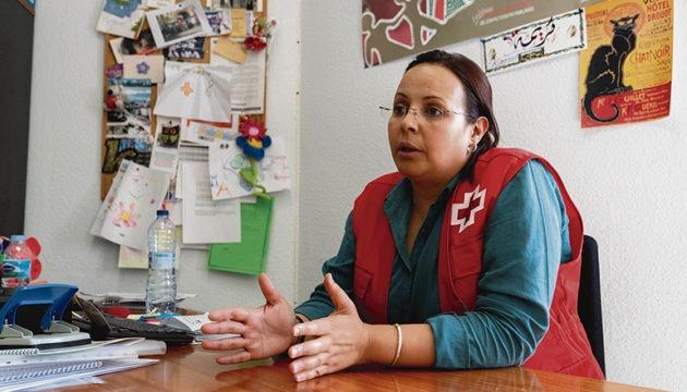 Karima El Mahmdi ist beim Roten Kreuz für die Abteilung illegale Migration zuständig. Sie kennt viele Schicksale, die ähnlich dem von Karamogo sind. Foto: EFE/Miguel Barreto