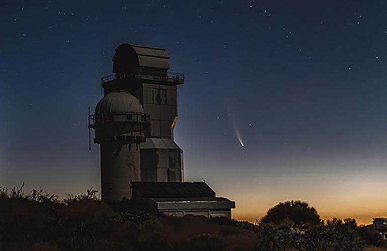 Der Komet NEOWISE wird bei seinem Vorbeiflug an der Erde von den Kanarischen Inseln aus gut zu sehen sein. Foto: M. Serra-Ricart & M. Mallorquín /IAC