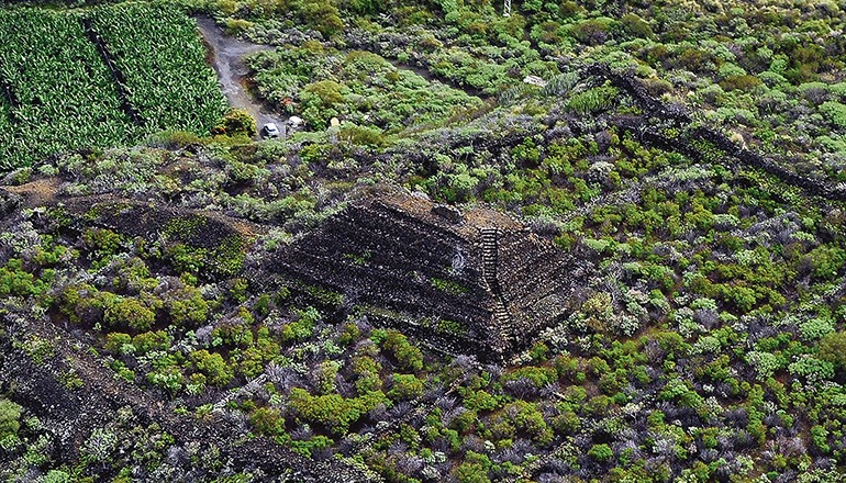 Die Stufenpyramide von Los Cancajos befindet sich auf der Insel La Palma im Gemeindegebiet Breña Baja. Foto: Fotos Aereas de Canarias