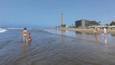 Der Strand von Maspaloma ist alles andere als überfüllt. Foto: EFE