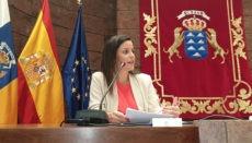 Die kanarische Tourismusministerin Yaiza Castilla unterzeichnete ein Abkommen mit der Versicherung Axa Seguros. Foto: Gobierno de Canarias