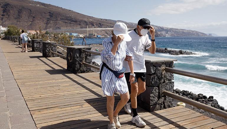 Von Januar bis Juni ging die Zahl der ausländischen Touristen auf den Kanaren im Vergleich zu 2019 drastisch zurück. Foto: EFE
