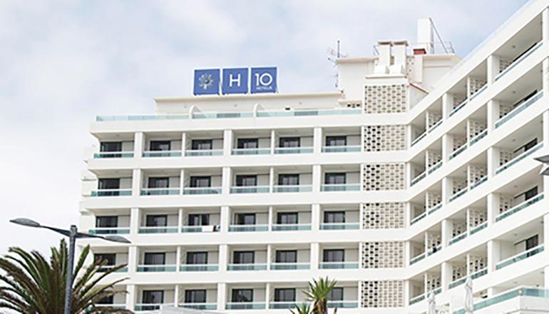 Die kanarischen Hotels erleben einen drastischen Rückgang der Übernachtungen. (Im Bild das Hotel H10 in Puerto de la Cruz) Foto: EFE