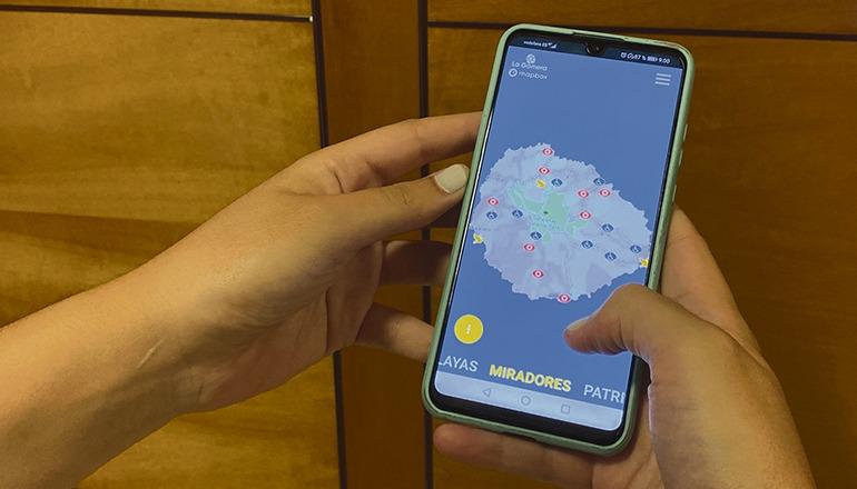 Eine interaktive Karte und aktuelle Informationen machen die App für Gomera-Reisende zu einem nütz- lichen Begleiter. Foto: CABLG
