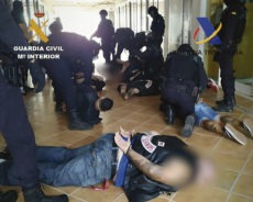 Beamte der Guardia Civil bei der Festnahme der Hells Angels auf Teneriffa Foto: Ministerio der Interior