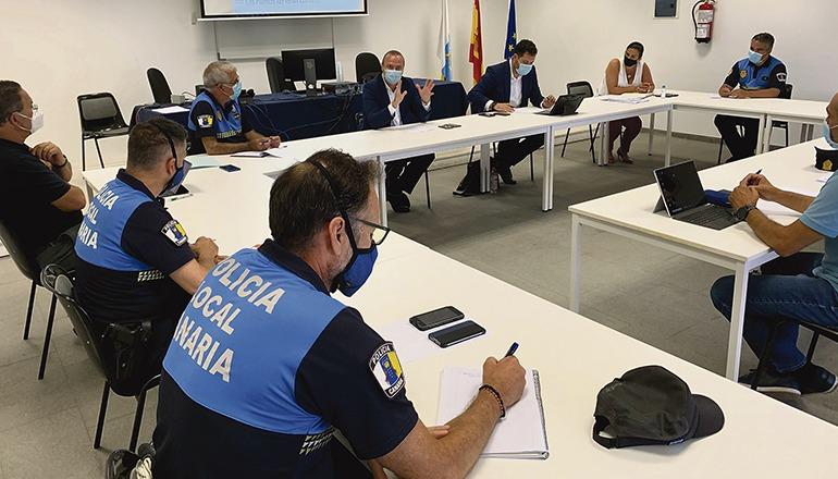 Der Stadtrat besprach die neuen Maßnahmen mit Vertretern der Polizei. Foto: Ayuntamiento de las palmas de gran canaria