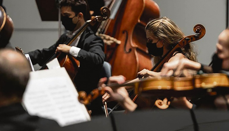 Auch wenn das Klassikfestival um ein halbes Jahr verschoben wird, gibt es in den Konzerthäusern der Inseln ein Angebot an Konzerten für Liebhaber der klassischen Musik, unter anderem mit den beiden Hausorchestern Orquesta Sinfónica de Tenerife (Foto) und Orquesta Filarmónica de Gran Canaria. Foto: orquesta sinfonica de tenerife
