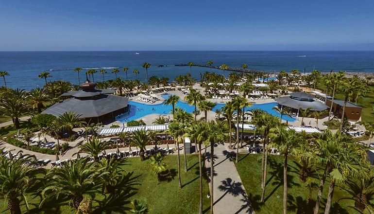 Das RIU Palace Tenerife in Costa Adeje ist eines der vier RIU-Hotels, die weiter Gäste empfangen. Foto: RIU