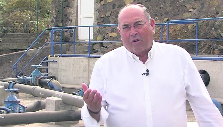 Bürgermeister Mariano Pérez erläutert in einem Video die Funktionen des neuen Pumpensystems von El Sauzal. Foto: Ayuntamiento El Sauzal