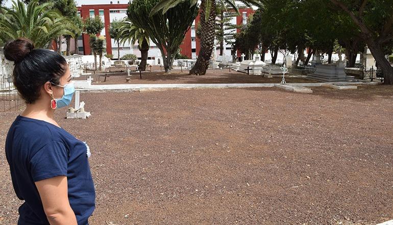 Stadtdezernentin Cristina Ledesma auf dem Friedhof San Juan Foto: Ayuntamiento La Laguna