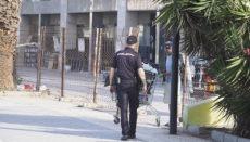 Etwa 28 Personen hatten sich in dem leer stehenden Gebäude einquartiert. Sie folgten der Aufforderung der Polizeikräfte und verließen es widerstandslos. Foto: NOTICIA
