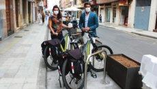 La Lagunas Bürgermeister Luis Yeray Gutiérrez und die Leiterin des Amts für Mobilität, María José Roca, weihten die neuen Stellplätze ein. Foto: ayuntamiento de la laguna