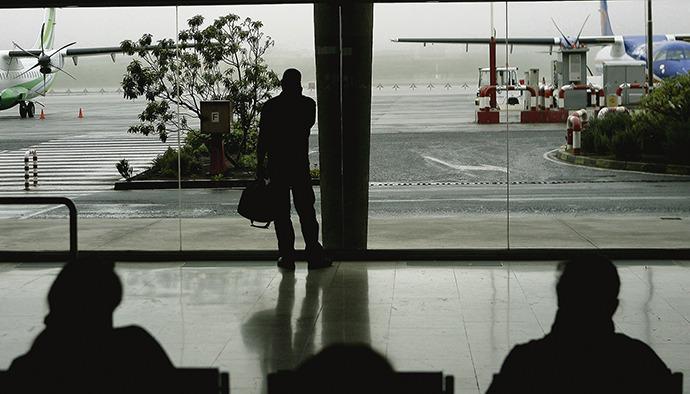 Der Nordflughafen Teneriffas liegt sehr oft im Nebel, was Umleitungen und Flugausfälle zur Folge hat. Foto: efe