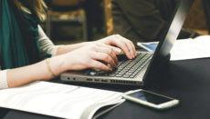 Das neue Dekret zur Regelung der Heimarbeit am Computer tritt Mitte Oktober in Kraft. Foto: Pixabay