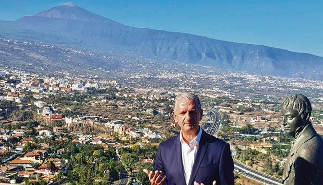 Unter strahlend blauem Himmel nahm La Orotavas Bürgermeister Francisco Linares die Wiedereröffnung des bekannten Aussichtspunkts vor. Foto: ayuntamiento de la orotava