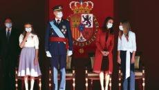 Die Königsfamilie bei dem Festakt zum Nationalfeiertag Foto: efe