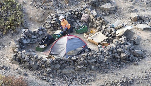 Über 100 Hütten und Zelte wurden entfernt, hinzu kam tonnenweise Abfall und Sperrmüll, den die wilden Camper hinterlassen hatten. Auch einige natürliche Höhlen mussten von Farbe befreit werden. Foto:s: Cabildo de tenerife