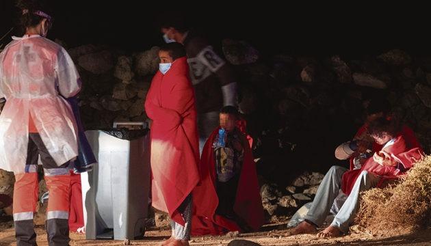 Unter den Migranten sind viele junge Männer, aber auch unbegleitete Jugendliche, Kinder und schwangere Frauen.