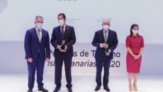 V.l.n.r.: Regionalpräsident Ángel Víctor Torres, Jesús Oramas, Rodolfo Núñez und Yaiza Castilla bei der Preisverleihung im Auditorio Foto: efe