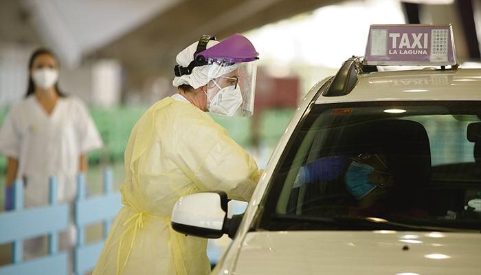 In Santa Cruz wurde das Testzentrum in der Messehalle eingerichtet. Foto: EFE