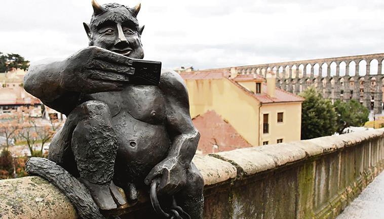 Nach der Legende hat der Teufel das Aquädukt von Segovia erbaut, um die Seele einer jungen Frau zu erbeuten. Foto: EFE