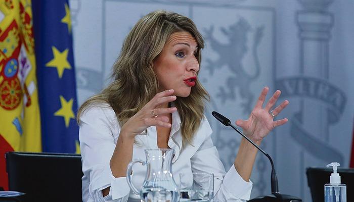 Arbeitsministerin Yolanda Díaz machte Druck, um die Sonderhilfe endlich zu verabschieden, dabei kam jedoch nur die Minimallösung zustande. Foto: EFE