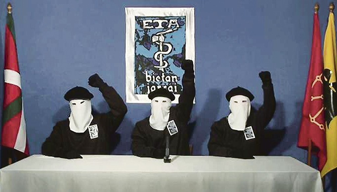 """Archivbild aus dem Jahr 2011 , als Mitglieder der Terrororganisation das """"definitive Ende des bewaffneten Kampfes"""" bekannt gaben. Foto: EFE"""