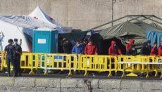 In Arguineguín hat das Rote Kreuz mit Zelten ein Erstaufnahmelager errichtet. Foto: EFE
