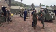 Soldaten der spanischen Armee bei der Errichtung eines Zeltlagers für die Unterbringung von mehreren Hundert Immigranten in Barranco Seco auf Gran Canaria Foto: EFE