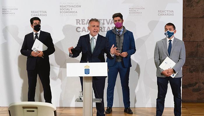 V.l.n.r.: Teneriffas Cabildo-Präsident Pedro Martín, Regionalpräsident Torres und die Bürgermeister von La Laguna, Luis Yeray Gutiérrez, und Santa Cruz, José Manuel Bermúdez. Foto: efe