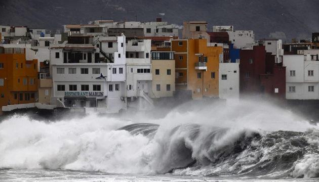 Auch in Puerto de la Cruz tobte das Meer.  Foto: moisés pérez