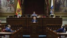 Präsident Ángel Víctor Torres warb im kanarischen Parlament für den Milliarden-Plan seiner Regierung. Foto: EFE