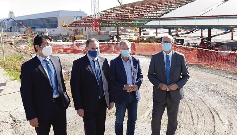 Der kanarische Verkehrsminister José Luis Ábalos mit Inselpräsident Pedro Martin auf der Baustelle Foto: efe