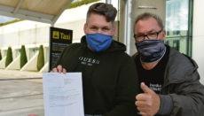 Zwei der ersten deutschen Urlauber, die bei ihrer Einreise in Spanien einen PCR-Test vorweisen mussten, landeten am 23. November auf dem Flughafen Palma de Mallorca. Foto: EFE