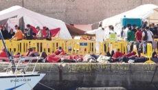 Das Notlager am Hafen von Arguineguín wurde geräumt. Bis vor wenigen Tagen waren dort noch Hunderte – in den kritischsten Tagen sogar über 2.000 – Migranten auf engstem Raum und unter zweifelhaften hygienischen Bedingungen untergebracht. Viele von ihnen schliefen tagelang auf dem nackten Boden. Foto: efe