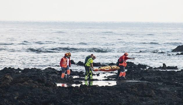 Rettungskräfte bargen die Leichen von acht Migranten. Sie ertranken nur wenige Meter vom Ufer entfernt. Foto: efe