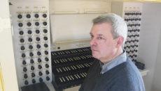 Prof. Bernd Scherers an einer Orgel in Dresden Foto: privat