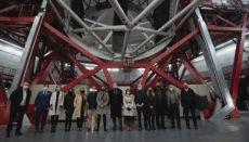 Die Tourismusministerin mit Teilnehmern der Konferenz im Observatorium auf dem Roque de los Muchachos Foto: CABLP