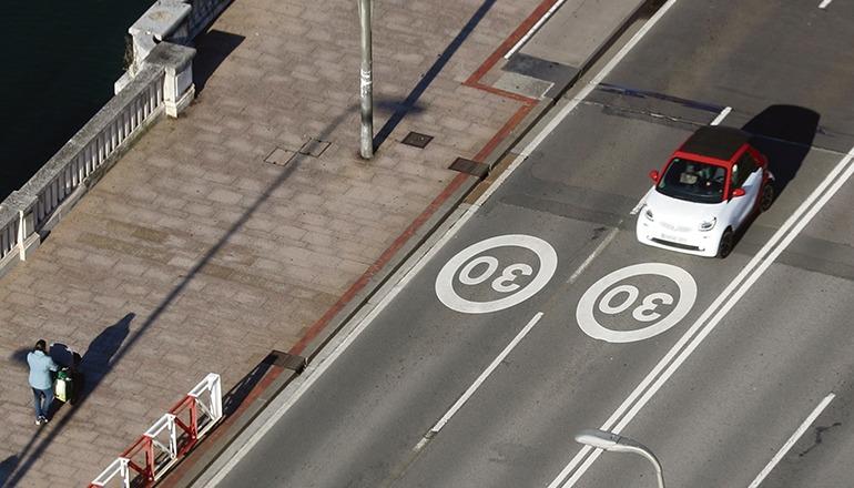 Die nordspanische Stadt Bilbao hat zur Reduzierung der Emissionen und zur Unfallvermeidung bereits Tempo 30 eingeführt. Foto: EFE