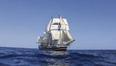 Das Segelschiff Thor Heyerdahl ist für die Schülerinnen und Schüler der zehnten gymnasialen Oberstufe mehrere Monate lang Zuhause und Schule zugleich. Gelernt wird, je nach Wetterlage an Deck oder in der Messe. Fotos: KUS-Projekt