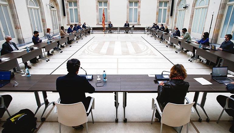 Eine Versammlung von Vertretern aller katalanischen Parteien und der Regionalregierung beriet darüber, wie die Wahl am vorgesehenen Datum, dem 14. Februar 2021, unter Pandemiebedingungen abgehalten werden kann. Foto: EFE