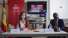 Die Generalsekretärin des Cervantes-Instituts, Carmen Noguero, und der Direktor des Sprachinstituts in Dakar, Néstor Nongo, stellten die Pläne zur Eröffnung des ersten Zentrums in Subsahara-Afrika vor. Foto: EFE