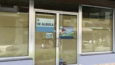 """Die Zahl der Ladenlokale, die geräumt werden und ein Schild mit der Aufschrift """"Zu Vermieten"""" ins Schaufenster hängen, steigt scheinbar unaufhaltsam. Foto: WB"""